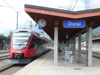 Talent-Garnitur im Bahnhof Ötztal